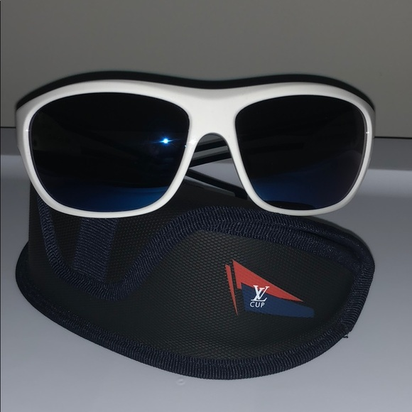 72158a336c Louis Vuitton lv cup men s white sunglasses. M 5b1f1f59534ef9990b128bb8